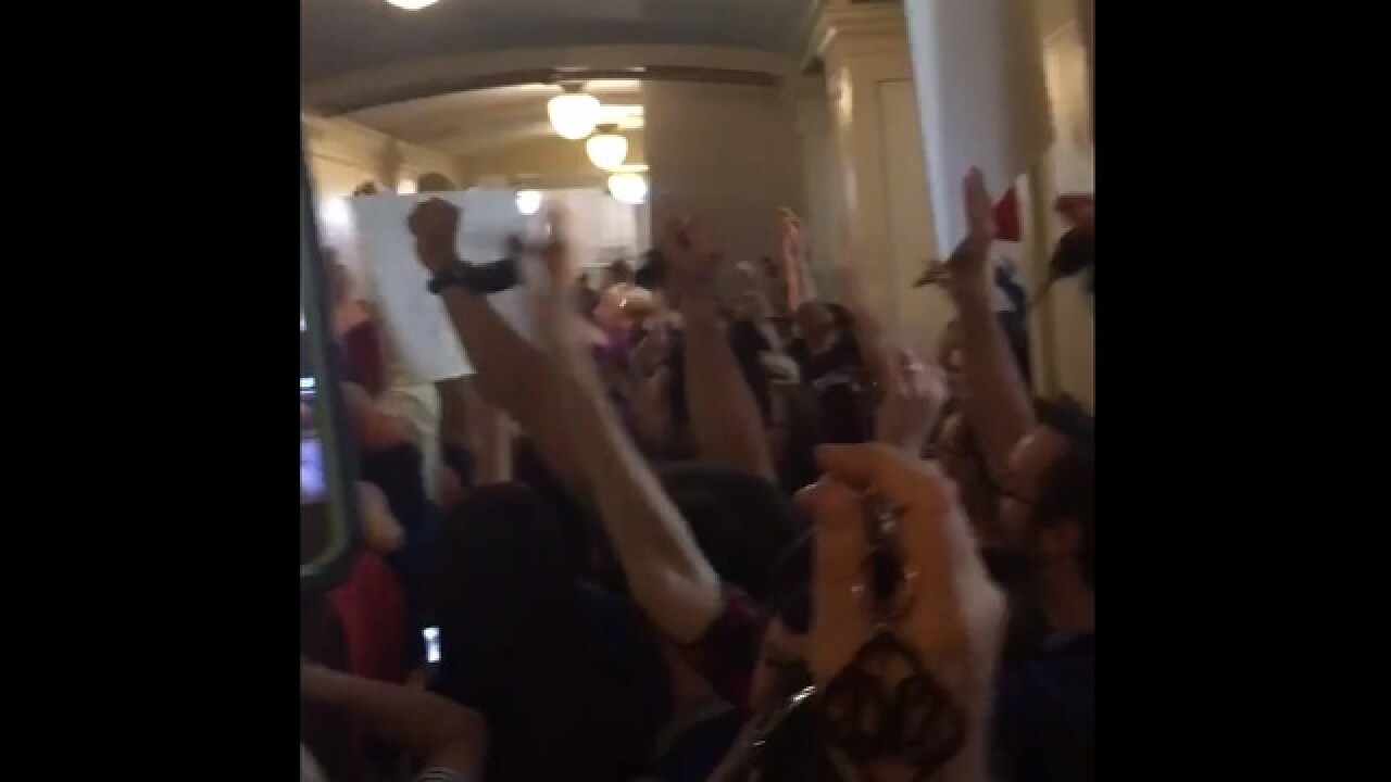 Teachers pull out keys, chant 'where's my car' to Gov. Fallin