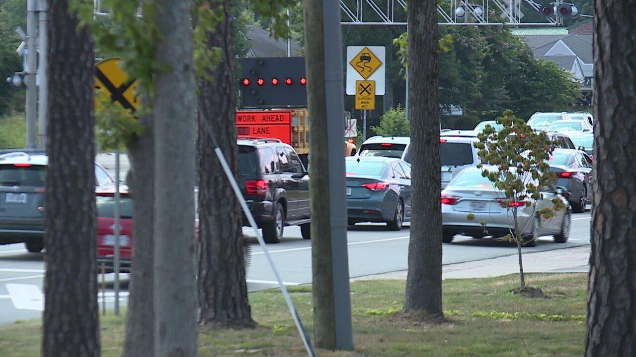 Huguenot Road reopens after power polecrash