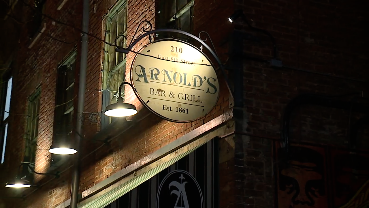 Arnold's Bar and Grill Sign.png