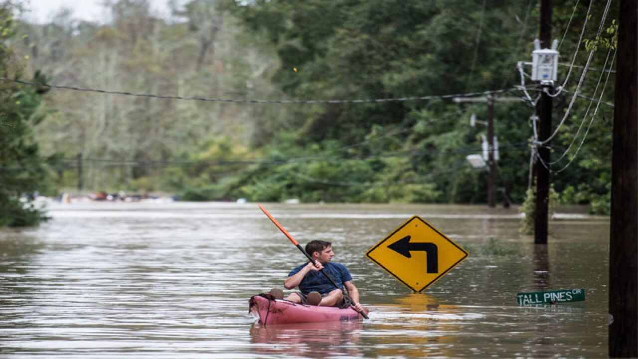 Joaquin: South Carolina gripped by floodwaters
