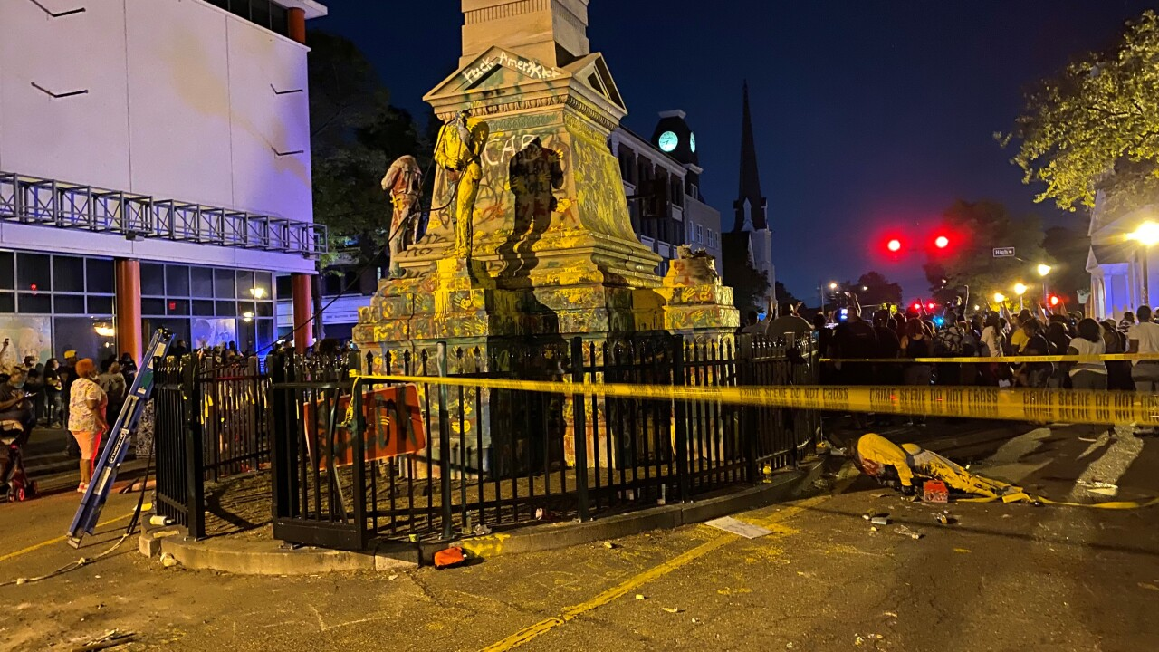 Person injured after protesters tear off parts of Portsmouth Confederate monument