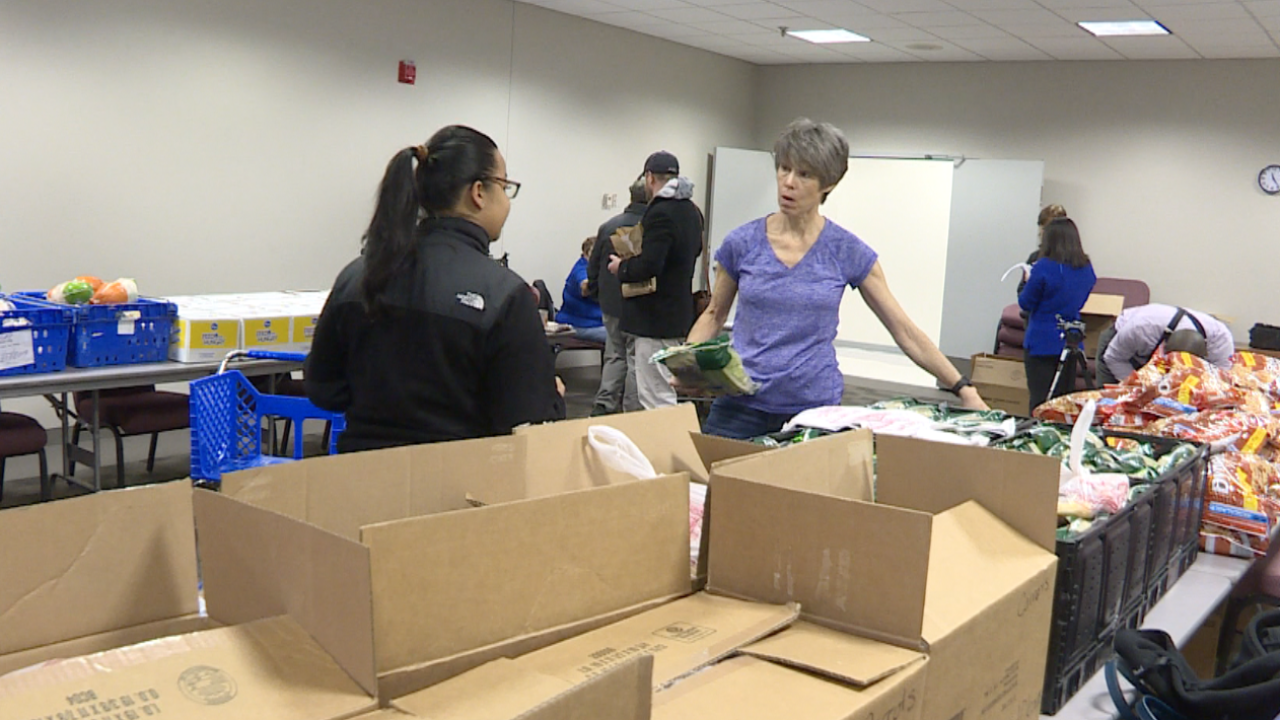 Virginia Peninsula Foodbank takes action to help feed local TSA workers