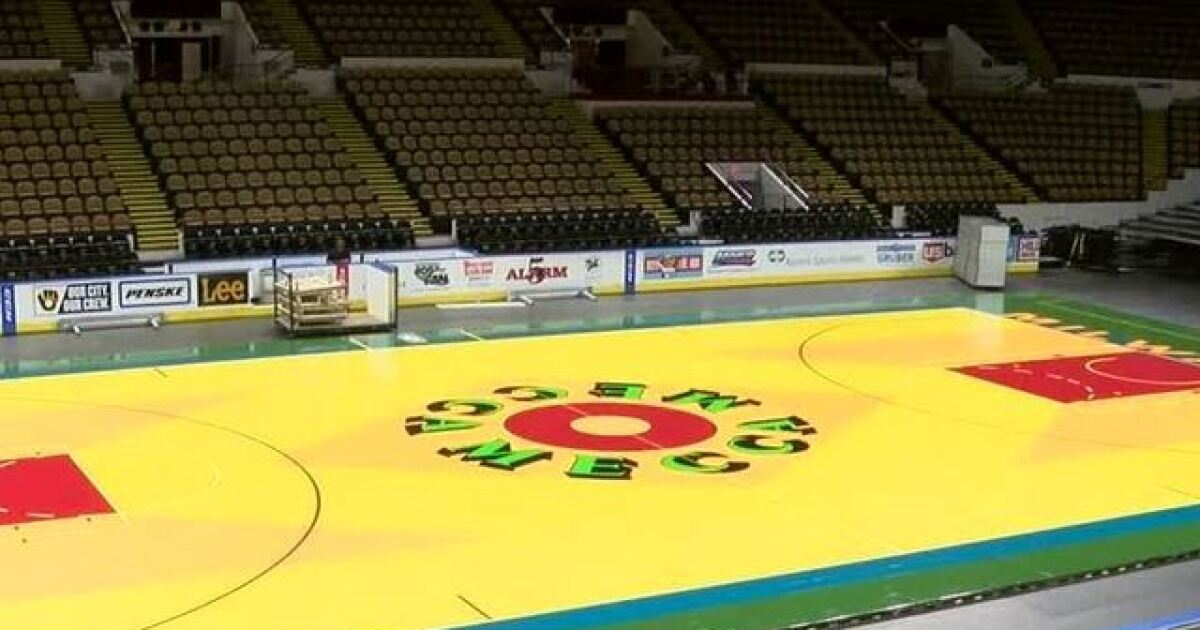 Milwaukee Bucks unveil replica MECCA floor for Thursday