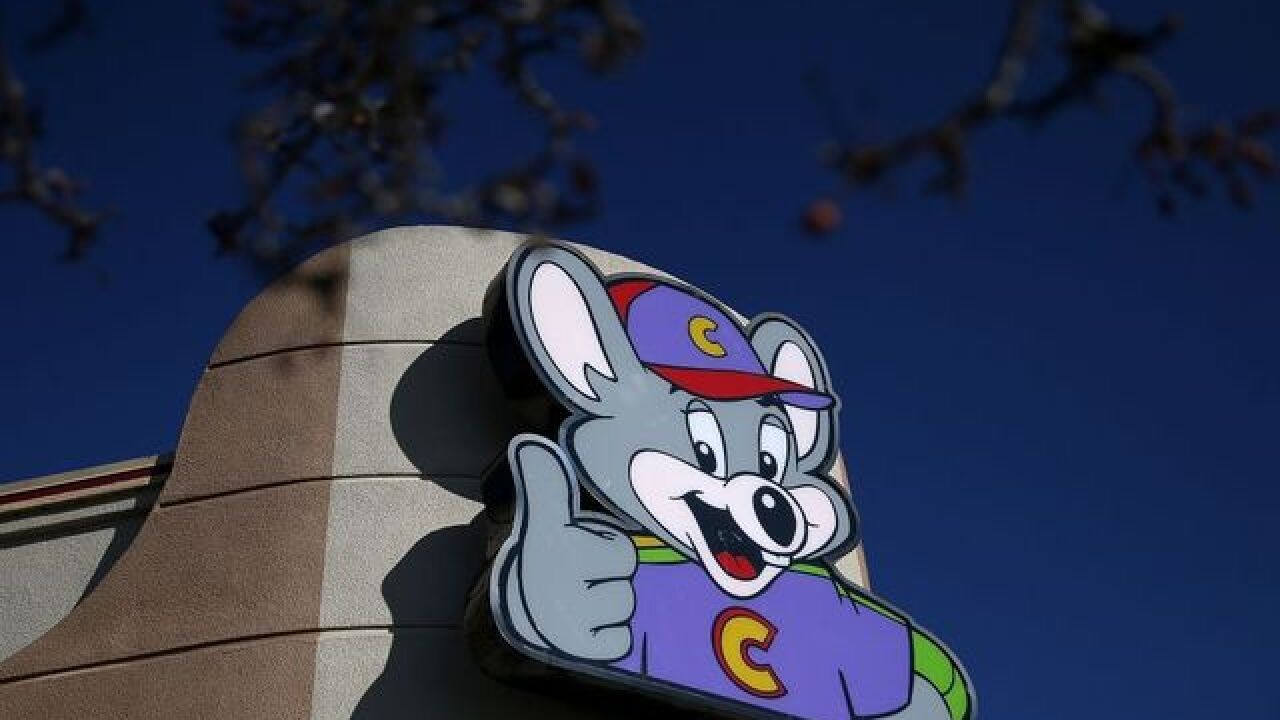 Man kicked out of Chuck E. Cheese's after accusing employee of watching porn