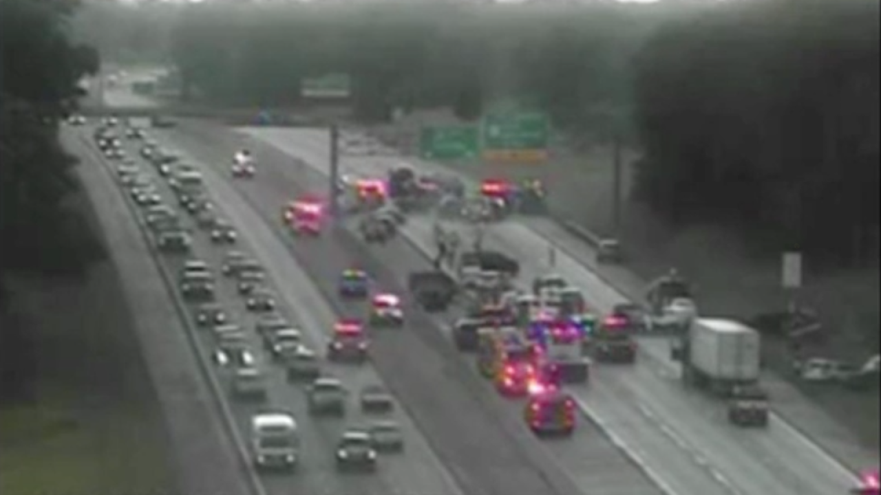 20-30 vehicles involved in pileup on westbound I-96 near