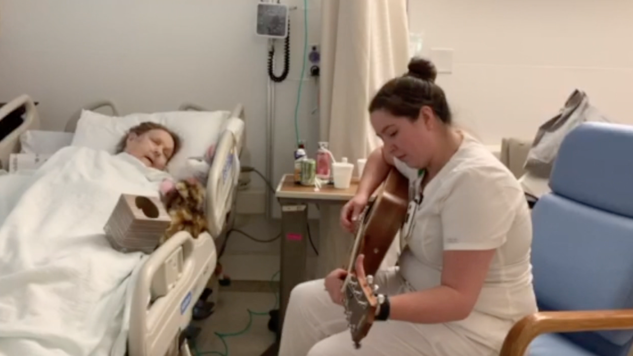 Ohio nurse performs heartwarming song for patient being moved to hospice care