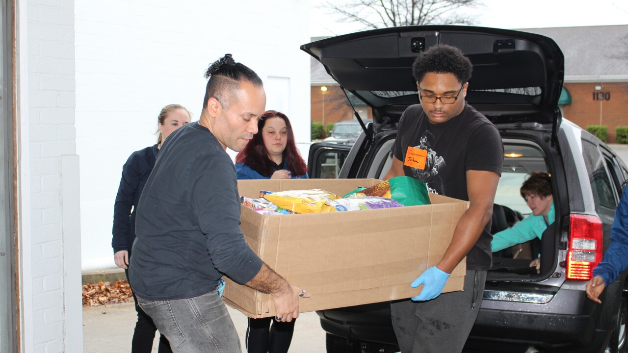 Virginia Beach Home Clean Heroes donates 300 pounds of food to local food bank