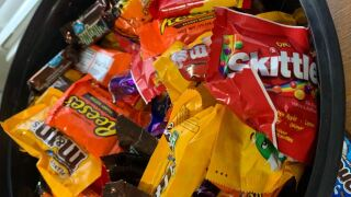 Police in Indiana issue warning after parents report pain pills, tack in Halloween candy