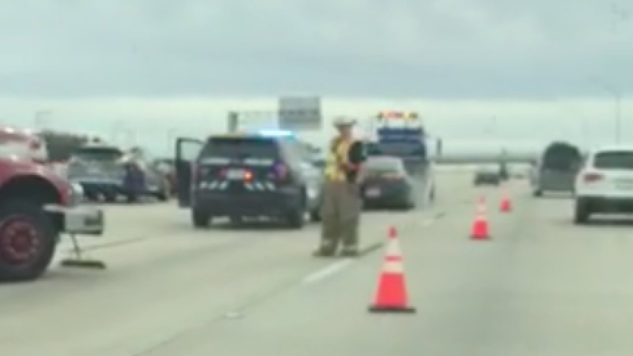 Traffic alert: Four-vehicle accident reported on SB I-35