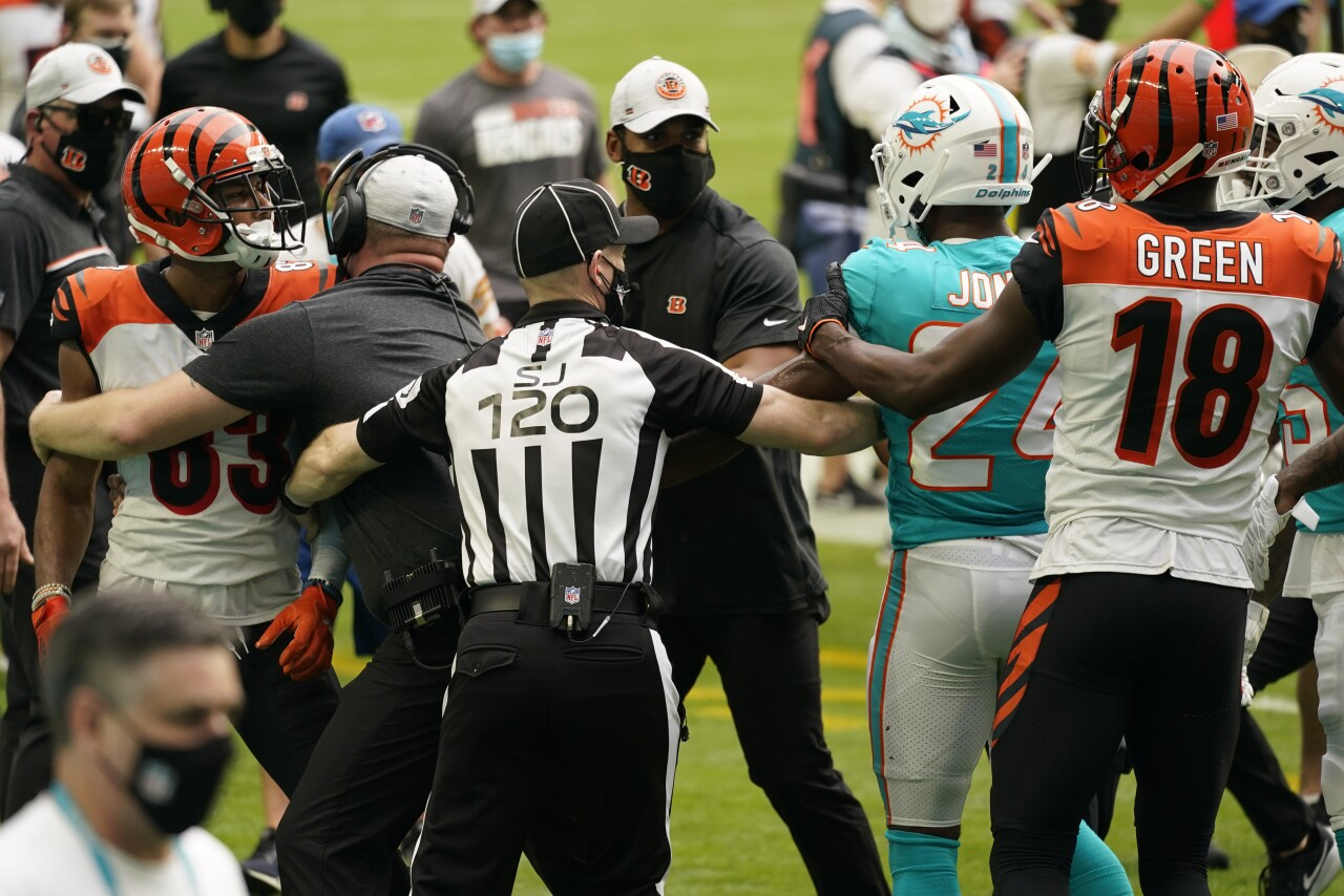 NFL judge and coaches try to stop Miami Dolphins and Cincinnati Bengals brawl in 2020