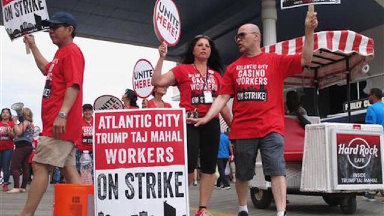 Taj Mahal strikers picket casino, taunt gamblers