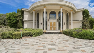 Wayne Newton's former home, Casa De Shenandoah, available for $29 million