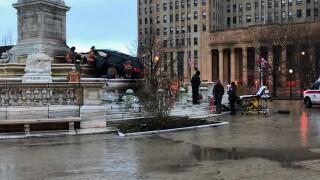 Car crashes into Buffalo's McKinley Monument