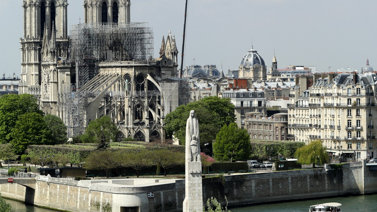 No Christmas service at Notre Dame for first time in 200 years