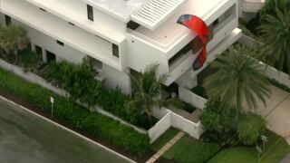 kite surfer slams into side of Fort Lauderdale Beach home