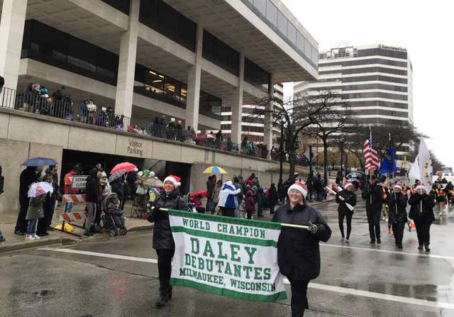 Milwaukee Christmas Parade.Photos 91st Annual Milwaukee Holiday Parade Marches On
