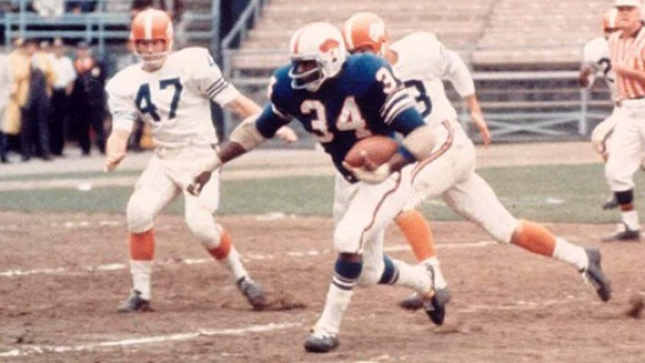 Cookie Gilchrist to go up on Buffalo Bills Wall of Fame