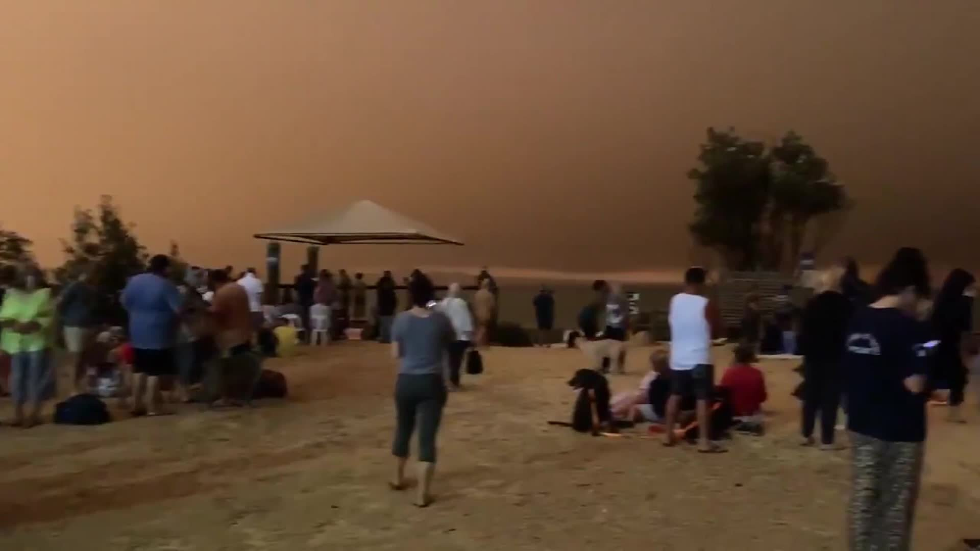Photos: Thousands of Australian residents had to take refuge on a beach as wildfiresraged