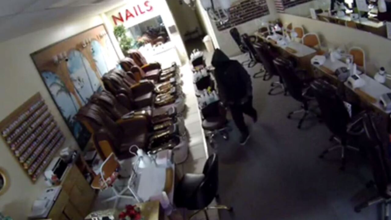 Thief kicks in door to Virginia Beach nailshop