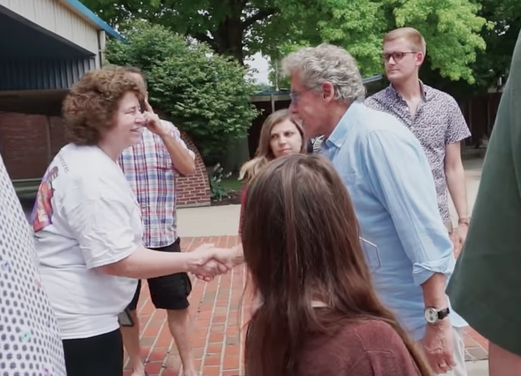 Roger Daltrey shake woman's hand in Finneytown.png