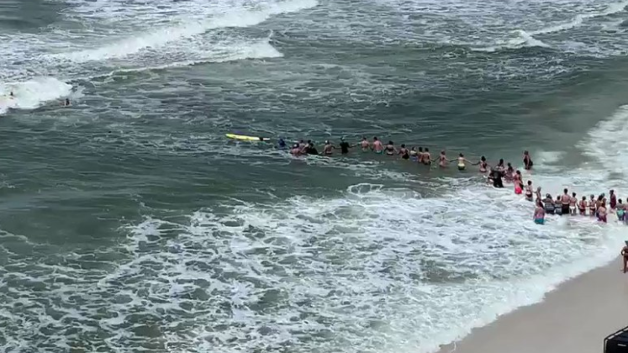 Beachgoers form human chain to rescue distressed swimmers on Panama City Beach