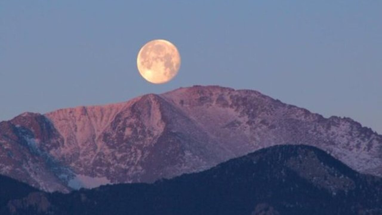 Pikes Peak breaks visitor record for third consecutive year