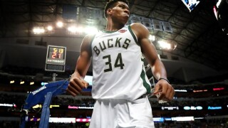 Giannis gives an early Christmas gift to lucky fan