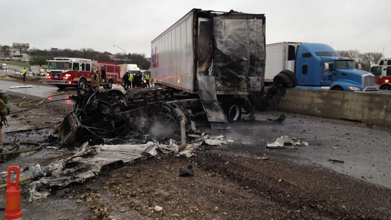 18-wheeler crash snarls traffic on I-35 in Temple