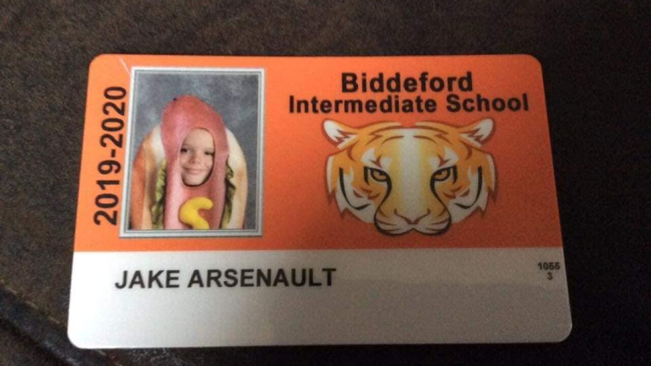 4th grader dons hot dog costume in school picture after dare from parents