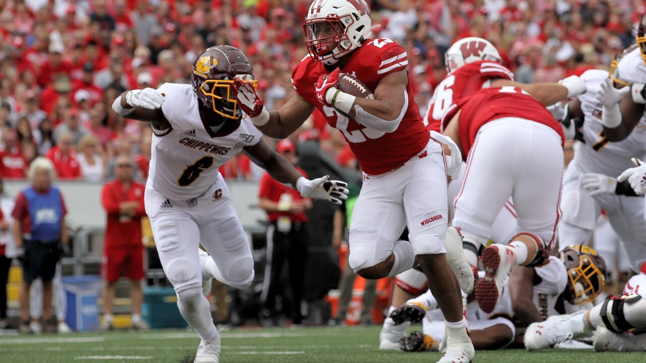 Taylor, Cephus lead No. 17 Wisconsin past Central Michigan