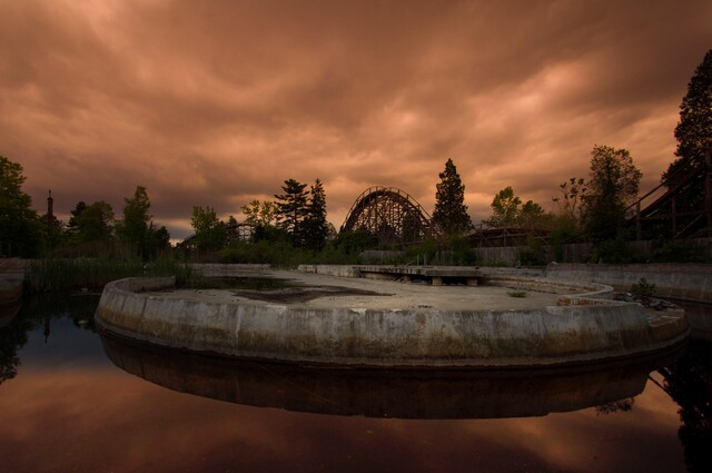 Eerie photos showcase abandoned Midwest theme parks