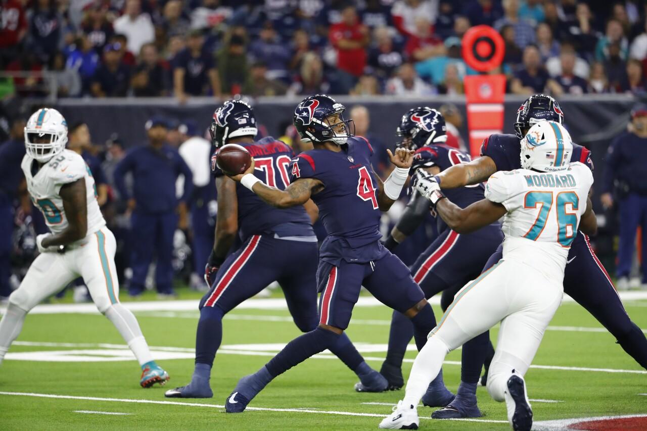 Houston Texans QB Deshaun Watson throws vs. Miami Dolphins in 2018
