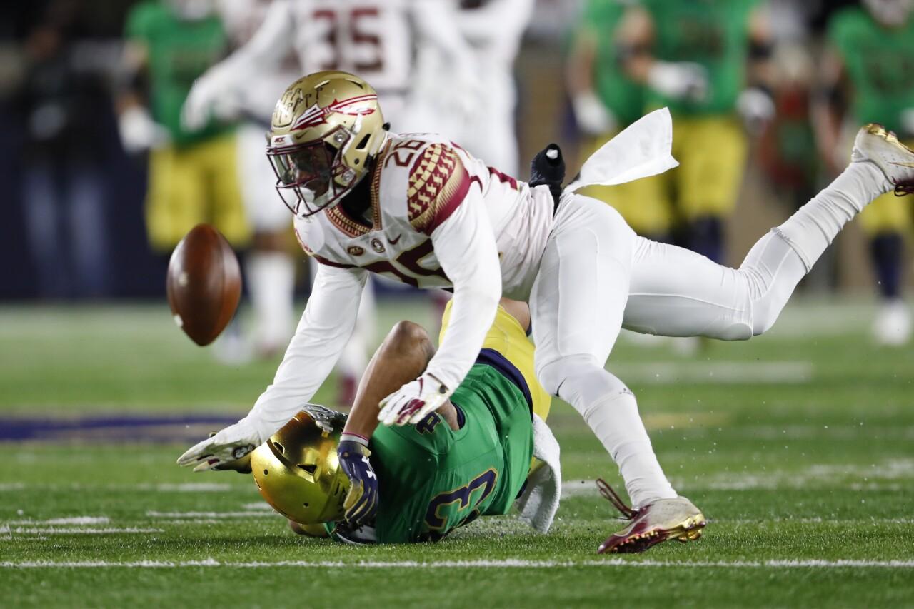 Florida State Seminoles defensive back Asante Samuels Jr. breaks up pass vs. Notre Dame in 2018