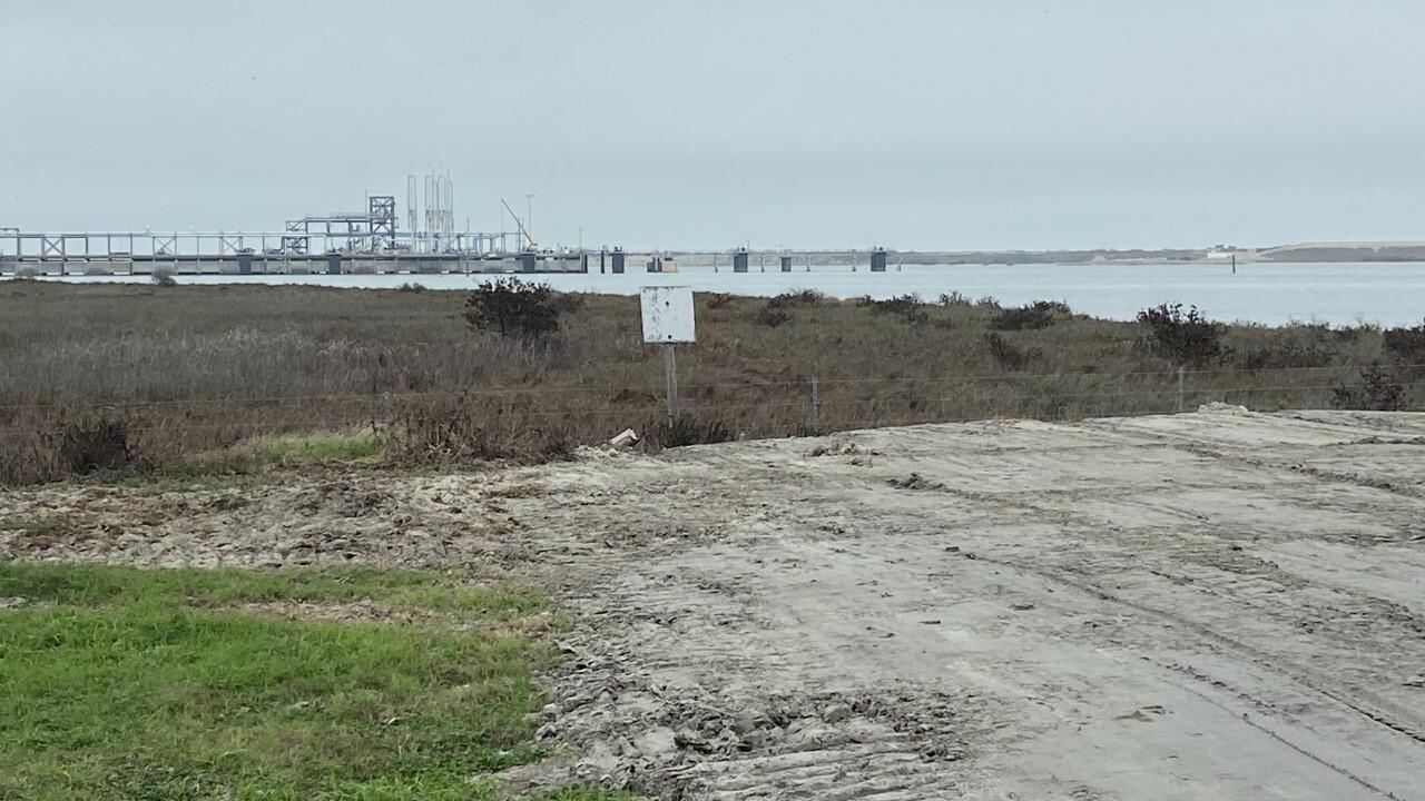 MODA tanker vs. pier.jpg