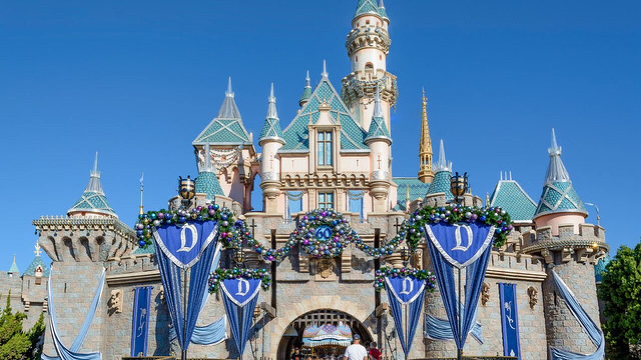 Disneyland agrees to pay its workers $15 an hour