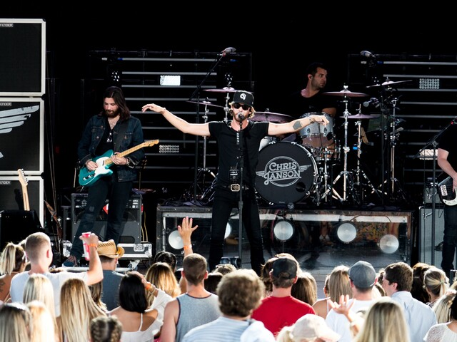 Sam Hunt brings '15 in a 30' tour to Riverbend Music Center