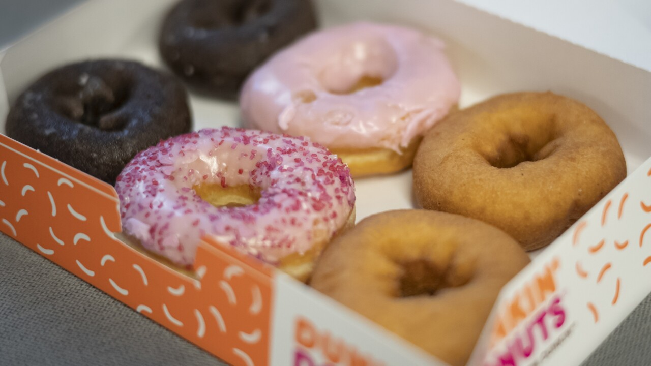 Dunkin' offers free doughnuts, coffee for nurses and doctors