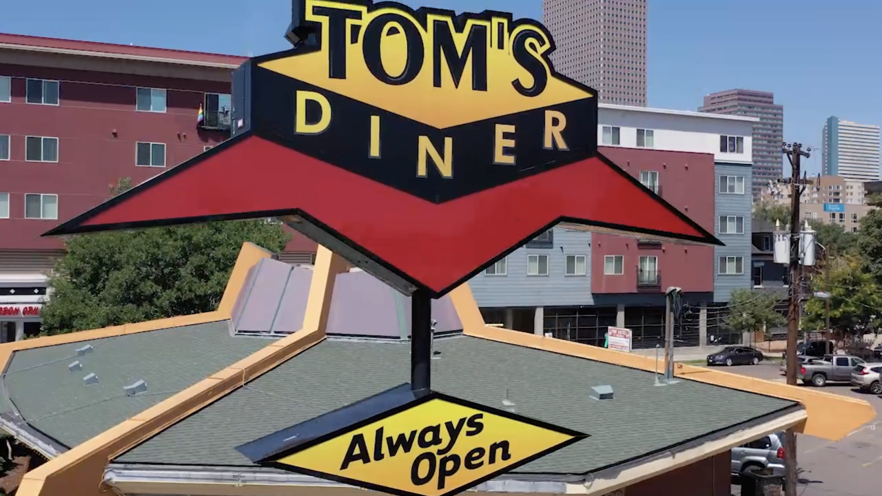 toms diner always open.png