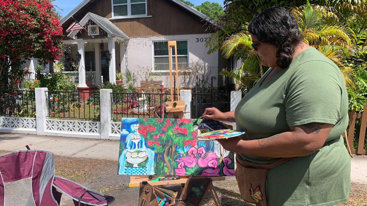 Artists-take-their-paintbrushes-to-the-sidewalk-in-Gulfport--ROBERT-BOYD.jpg