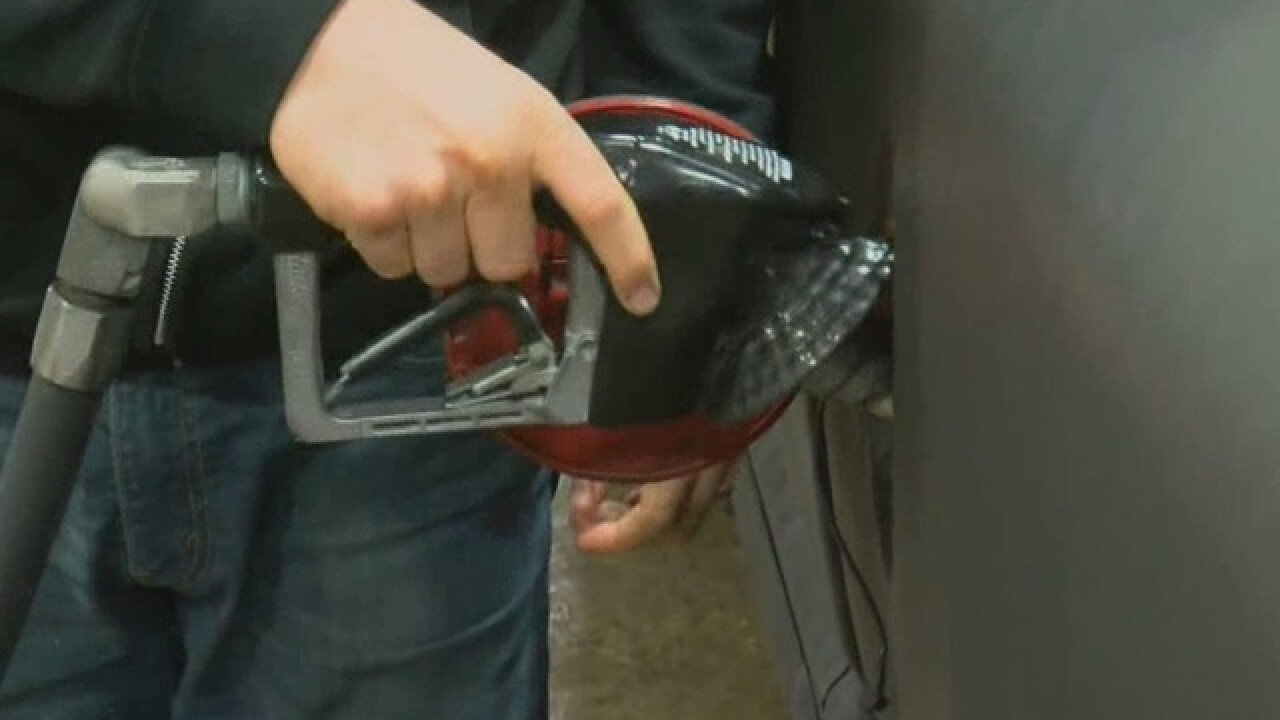 Gas prices continue to dip