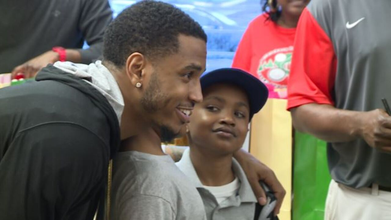 Trey Songz returns to Petersburg to hand out shoes and inspiration tokids