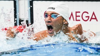 Ahmed Hafnaoui surprises in 400 freestyle