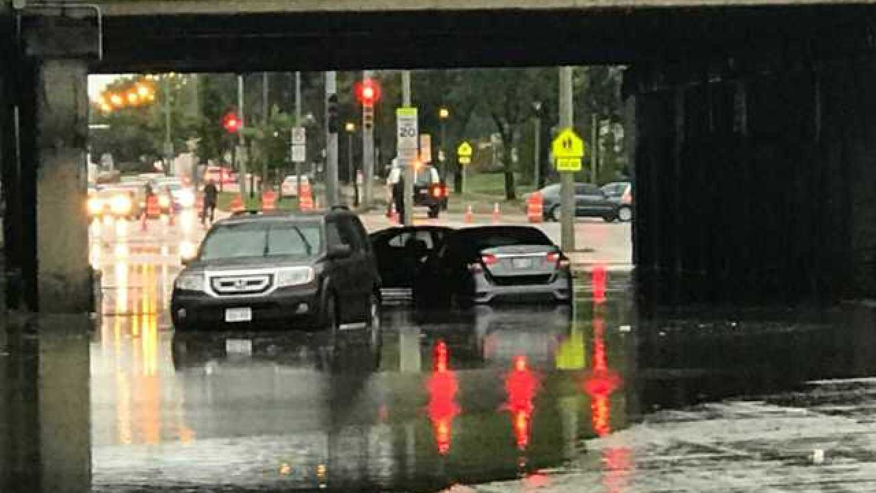 Good Samaritan pulls woman from flooded car
