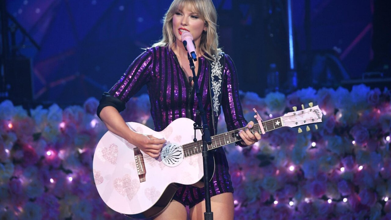 Taylor Swift says she's not being allowed to perform her early music for AMAs