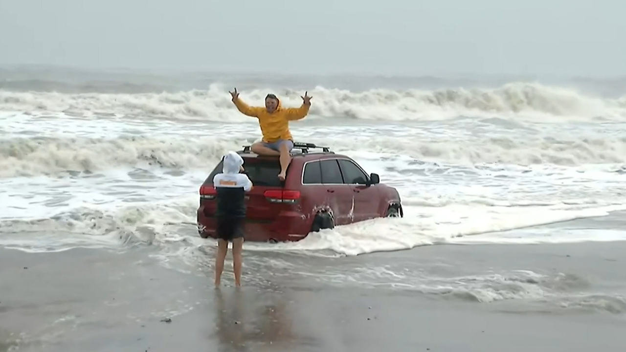 Owners of Jeep stuck on Myrtle Beach raising money for Hurricane Dorian victims