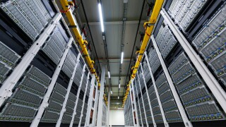 microsoftservers-inside-a-microsoft-datacenter-deliver-cloud-internet-services.jpg
