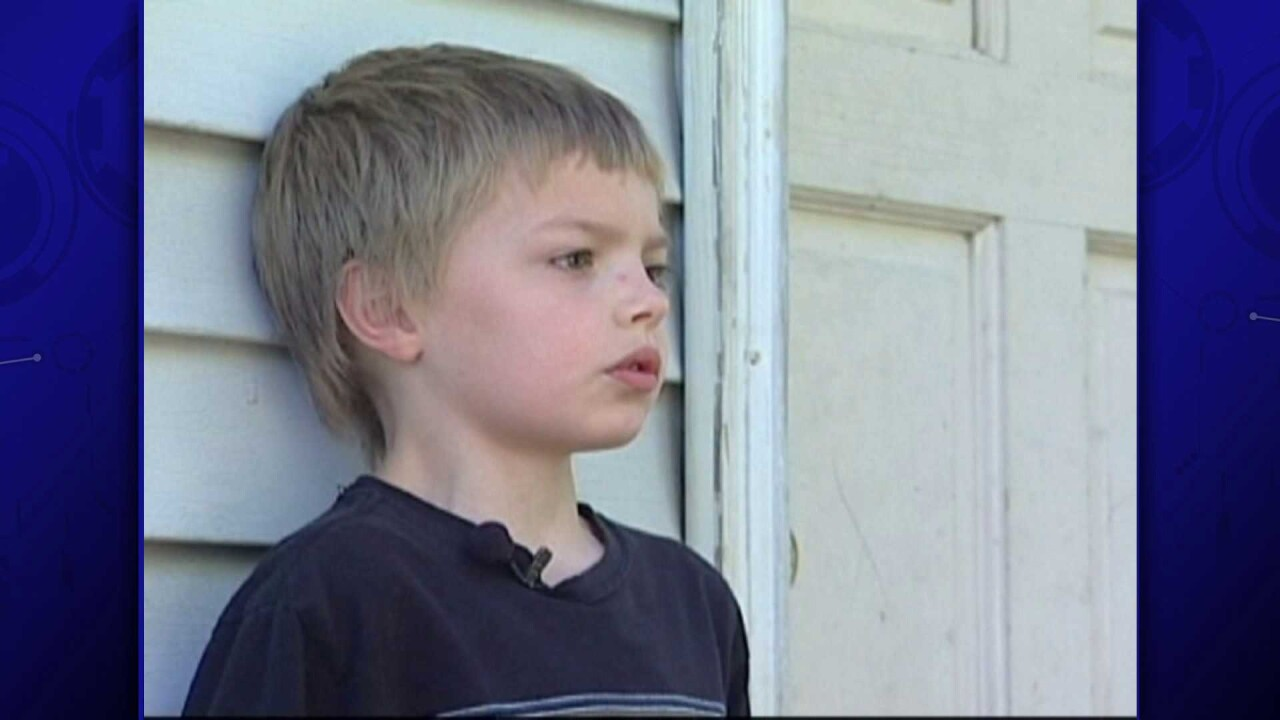 8 year old scuffles with robber