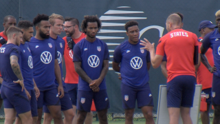 BUSIO PRACTICING WITH USMNT