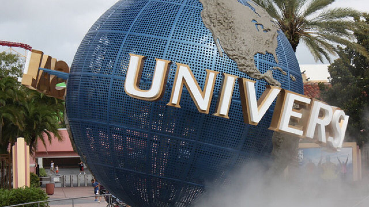 lawsuit says universal orlando resort should put warning signs in