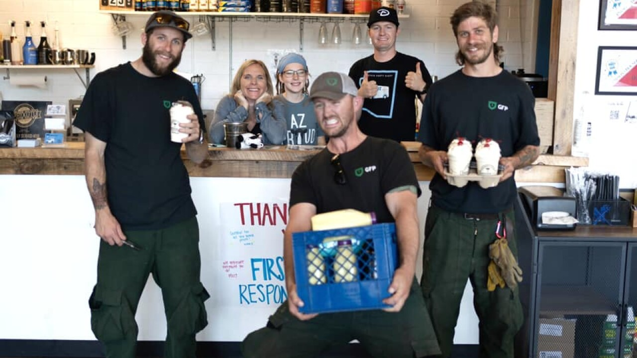 Hundreds of dollars donated to Arizona creamery shop to serve firefighters